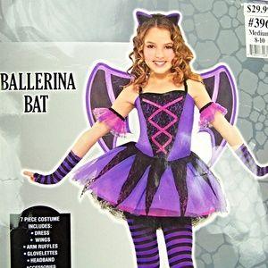 2537ba799 Costumes